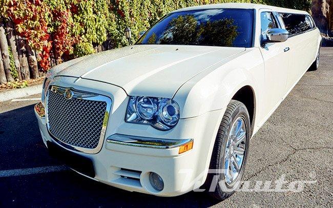 Аренда Лимузин Chrysler 300C Versace на свадьбу Кривой Рог